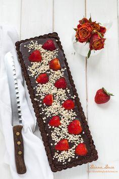 Disturbingly Delicious - Strawberry Chocolate Tart (No-Bake)