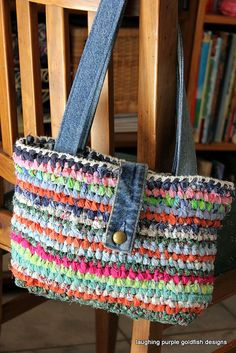 For some women, buying a genuine designer bag is not something to dash straight into. Because these hand bags can be so high priced, women usually agonize over their decisions prior to making an actual bag purchase. (Re:Stylish Camera case bags. Crochet Handbags, Crochet Purses, Crochet Bags, Purse Patterns, Crochet Patterns, Recycled Denim, Fabric Strips, T Shirt Yarn, Personalized T Shirts