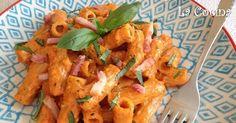 Twittear Este plato de pasta tiene una salsa deliciosa a base de pimientos rojos asados y nueces que va aromatizada con alb...