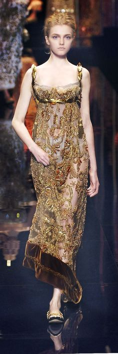 * Dolce & Gabbana ~ More beautiful couture dresses added daily… Couture Fashion, Runway Fashion, High Fashion, Womens Fashion, Beautiful Gowns, Beautiful Outfits, Mode Blog, Vestidos Vintage, Elie Saab