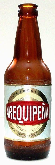 Cerveja Arequipeña, estilo Premium American Lager, produzida por Backus, Peru. 5% ABV de álcool.