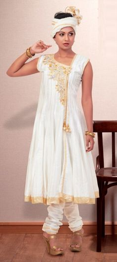 93191 Designer duo Riddhi-Siddhi shows Purity of Gold designs #lakmefashionweek. Get similar style in this anarkali.