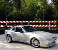 Silver Porsche 944, Widebody, GT wing.