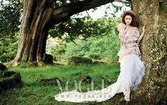 http://yeinjee.com/wp-content/uploads/2010/02/korea-kim-tae-hee-014-vogue.jpg