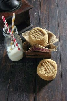 Old Fashioned Chewy Peanut Butter Cookies / une gamine dans la cuisine. I add chocolate and peanut butter chips and don't add espresso powder. Chewy Peanut Butter Cookies, Milk Cookies, Peanut Butter Recipes, Yummy Cookies, Cookies Et Biscuits, Cookie Desserts, Just Desserts, Cookie Recipes, Delicious Desserts