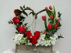 Heart shaped valentine's garland – Valentine's Day Flower Box Gift, Flower Boxes, Church Flowers, Funeral Flowers, Valentines Flowers, Valentine Nails, Valentine Ideas, Mothers Day Flowers, Valentine Decorations