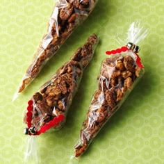 Cinnamon Praline Nuts Recipe- Recipes Take these crunchy bites anywhere! Serve them at your holiday party, wrap up a batch for your favorite hostess, or sneak some for a midnight snack. Yummy Snacks, Yummy Treats, Yummy Food, Easy Snacks, Nut Recipes, Snack Recipes, Dessert Recipes, Spiced Nuts, Xmas