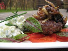 Burger uden brød med squash salat