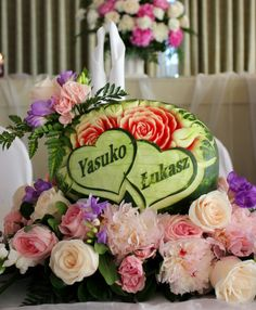 Head Table Centerpiece - edible on the back for bride and groom to enjoy Table Centerpieces, Dream Wedding, Groom, Bride, Fruit, Cake, Table Centers, Wedding Bride, Pie Cake