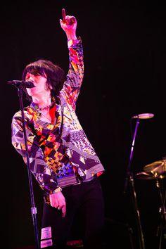 吉井和哉(撮影:有賀幹夫吉井和哉「YOSHII KAZUYA STARLIGHT TOUR 2015」)