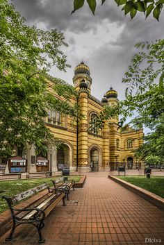 Great Synagogue, Budapest, Hungary by Domingo Leiva on 500px