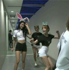 Seolhyun body goalssss  Choa and Jimin