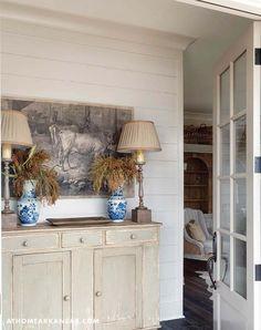 Keltainen talo rannalla: Tyyliä, rustiikkia ja väriä
