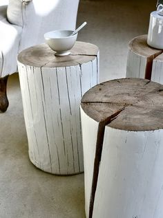 ♂ Neutral interior nature wood home deco easily made from a tree stump and whit paint! Log Side Table, Tree Table, Bed Without Side Table, Bed Side Table Ideas, Tree Stump Coffee Table, Log End Tables, Trunk Side Table, Garden Side Table, Coffe Table