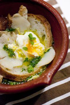 portuguese mashed bread with cod, garlic, coriander, olive oil & eggs (açorda de bacalhau à alentejana)
