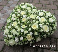 Fioreria Oltre/ Fresh flower heart/ White roses and spray roses, greenery  https://it.pinterest.com/fioreriaoltre/white-and-green/