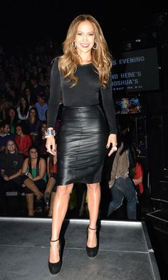 JLo fashion tutorial: leather skirts should fit like this.