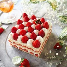 """Although simple but gorgeous cake square cake"" Mihochi Fancy Desserts, Delicious Desserts, Strawberry Cakes, Japanese Strawberry Shortcake, Square Cakes, Food Decoration, Sweet Cakes, Sweets Recipes, Pretty Cakes"