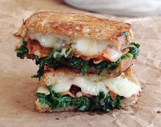 Do you want to eat extraordinary croque-monsieur? These 7 recipes will make you seriously hungry! - Do you want to eat extraordinary croque-monsieur? These 7 recipes will make you seriously hungry! Grilled Sandwich, Soup And Sandwich, I Love Food, Good Food, Yummy Food, Pork Recipes, Cooking Recipes, Healthy Recipes, Spinach Recipes