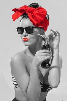 Beautiful colorful pictures and Gifs: A touch of color-Color Splash Mode Rockabilly, Rockabilly Fashion, Splash Photography, Black And White Photography, Pin Up Preto, Color Splash, Color Pop, Trajes Pin Up, Mode Pin Up
