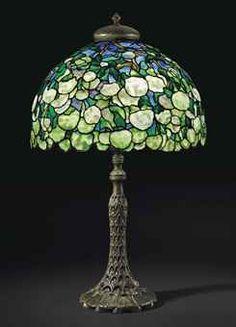 TIFFANY STUDIOS A 'SNOWBALL' TABLE LAMP, CIRCA 1905