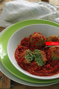 Polpette di ricotta e spinaci Veggie Recipes Healthy, Raw Food Recipes, Italian Recipes, Beef Recipes, Vegetarian Recipes, Chicken And Chips, Cook N, Light Recipes, Food To Make