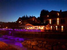 Blick auf die Terasse von Hotel Sonnenlicht. Mansions, House Styles, Home Decor, Sunlight, Mansion Houses, Homemade Home Decor, Villas, Fancy Houses, Interior Design