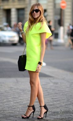 girl- your neon is making me wild!! fashion week in paris