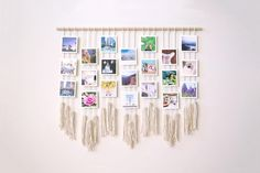 Learn how to make your own macrame photo wall hanging on the Diy Wall Art, Diy Wall Decor, Boho Decor, Photo Decoration On Wall, Photo Decorations, Casual Decor, Hanging Decorations, Photo Wall Hanging, Hanging Photos