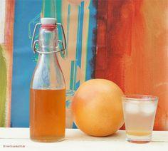 Grapefruitsirup ganz einfach selber machen Alcoholic Drinks, Cocktails, Food Design, Kitchen Hacks, Hot Sauce Bottles, Water Bottle, Jar, Glass, Count