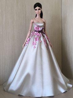 by: Natalia Kunafina Barbie Wedding Dress, Barbie Gowns, Barbie Dress, Sewing Barbie Clothes, Barbie Clothes Patterns, Fashion Dolls, Fashion Dresses, Nice Dresses, Girls Dresses