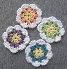 Granny-in-the-middle Flower, free pattern from Diva Stitches Crochet blog.