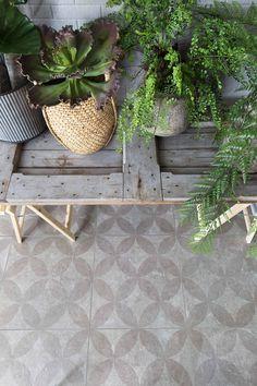 vtwonen exterior tiles with design - Innen Garten - Eng Garden Planning, Outdoor Rooms, Outdoor Decor, Garden Furniture, Outdoor Tiles, Garden Decor, Patio Makeover, Exterior Tiles, Garden Inspiration