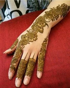Mehndi henna designs are always searchable by Pakistani women and girls. Women, girls and also kids apply henna on their hands, feet and also on neck to look more gorgeous and traditional. Henna Hand Designs, Eid Mehndi Designs, Mehndi Designs Finger, Latest Arabic Mehndi Designs, Mehndi Designs For Girls, Mehndi Designs For Beginners, Modern Mehndi Designs, Mehndi Design Pictures, Mehndi Designs For Fingers
