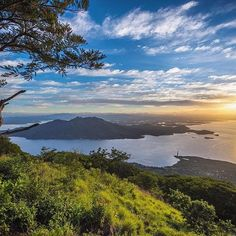 With this photo of a 5:30 AM sunrise from the top of Isla del Tigre (Amapala) in the Gulf of Fonseca we say bye to the great country of Honduras and its beautiful and generous people! Thank you Honduras! You've won our hearts ❤️✌️#Honduras #ElSalvador #Nicaragua #OverlandtheAmericas #OverlandEmpire #ProvenOverland #TravelStoke #NeverStopExploring #KeepItWild  #AdventureMobile #HomeIsWhereYouParkIt  #OutsideMagazine #LonelyPlanet #lifeontheroad #OverlandJournal #ExpeditionPortal #NatGeo…