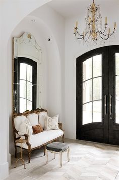 If you have a foyer in your home, this is usually the main entryway to your home. You can greet your guests with a warm welcome when you learn to decorate your foyer properly. Design Entrée, House Design, Design Ideas, Tile Design, Garden Design, Design Inspiration, Foyer Decorating, Interior Decorating, Decorating Ideas