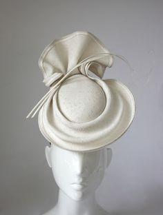 - How To Make Hats Millinery Classes Fancy Hats, Cool Hats, Caroline Reboux, Pelo Vintage, Race Wear, Millinery Hats, Cocktail Hat, Wedding Hats, Love Hat