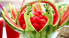 How To Make Watermelon Peacocks - Fruit and Vegetable Carving Garnish - Food Art - Party Decoration Fruit Plate, Fruit Art, Art Party Decorations, Food Decoration, Deco Fruit, Creative Food Art, Fruit And Vegetable Carving, Watermelon Carving, Food Garnishes