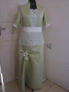 La robe de la mère de la marié.