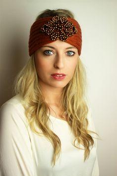 Gestricktes Stirnband mit Perlen www.petit-fours.com 29,90 € #stirnband #perlen #turband #boho #haarband #gestrickt #wolle #strick #glitzer #kuschelig #weich #winter