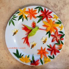 Getting Creative with Fruits and Vegetables: 40+ Cute Creations Fruit Decorations, Food Decoration, Fruits Deguises, Fruit Animals, Amazing Food Art, Fruit Creations, Pancake Art, Food Art For Kids, Hummingbird Flowers