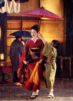 """Gong Li """"Hatsamomo"""" & Suzuka Ohgo """"Chiyo"""" in 'Memoirs of a Geisha' (2005). Bold red kimono."""