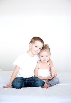 siblings. LOVE THIS POSE for big brother/lil sister!!!!