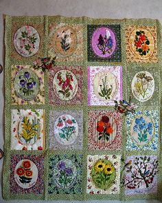 Flowers-flowers (Gipsy Quilt) ensemble avant quiltage Art Fil, Applique, Crazy Quilt Stitches, Flower Quilts, Quilt Stitching, Small Quilts, Boro, Ribbon Embroidery, Fiber Art