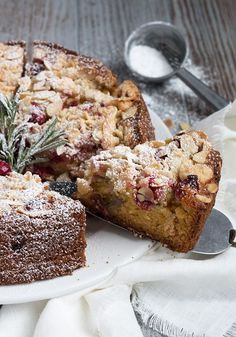 Cranberry Almond Coffee Cake This Cranberry Almond Coffee Cake is light and moist studded with cranberries and topped with an almond streusel topping. The post Cranberry Almond Coffee Cake appeared first on Win Dessert. Sweet Recipes, Cake Recipes, Dessert Recipes, Dessert Blog, Healthy Recipes, Food Cakes, Cupcake Cakes, Muffin Cupcake, Mini Cakes
