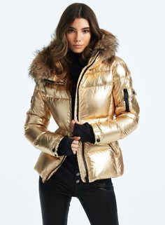 Coats For Women, Jackets For Women, Best Winter Jackets, Holographic Fashion, Winter Boots Outfits, Cool Coats, Gold Outfit, Gold Jacket, Fur Fashion