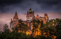 Halloween Travel Idea – Spend the Night in Dracula's Castle - Tourist Meets Traveler Tour Around The World, Around The Worlds, Bran Castle Romania, Transylvania Dracula, Hotel Transylvania, Dracula Castle, Peles Castle, Destinations, Fairytale Castle