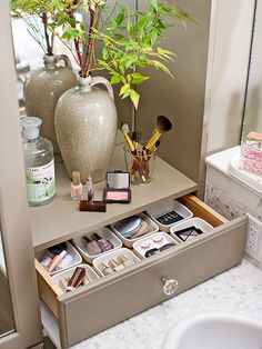 Utilize bathroom storage furniture to create a specialized place for makeup and delicate accessories. A countertop drawerworks overtime with individual storage cups, perfect for corralling tiny items that would otherwise roll around in a drawer. Creative Bathroom Storage Ideas, Bathroom Vanity Organization, Bathroom Storage Solutions, Small Bathroom Storage, Bathroom Drawers, Ikea Bathroom, Bathroom Faucets, Bathroom Ideas, Organized Bathroom