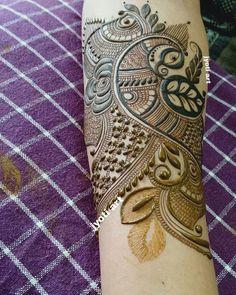 No photo description available. Round Mehndi Design, Arabic Bridal Mehndi Designs, Engagement Mehndi Designs, Mehndi Designs Feet, Stylish Mehndi Designs, Modern Mehndi Designs, Henna Art Designs, Mehndi Design Photos, Beautiful Henna Designs
