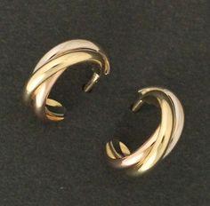 "【 #Cartier #カルティエ #K18YG / #WG / #PG スリーカラーゴールド トリニティピアス】この商品は、カルティエの作品の中でも有名な三連デザイン"" #トリニティ ""です。「愛・友情・忠誠」を表す伝説的シンボル。画像をクリックして頂きますと、詳細ページをご覧頂けます。 #セブンマルイ質店 TEL06-6314-1005"